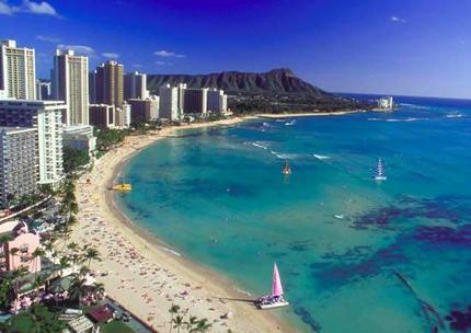 Orla de Waikiki e a famosa cratera do Diamond Head ao fundo.